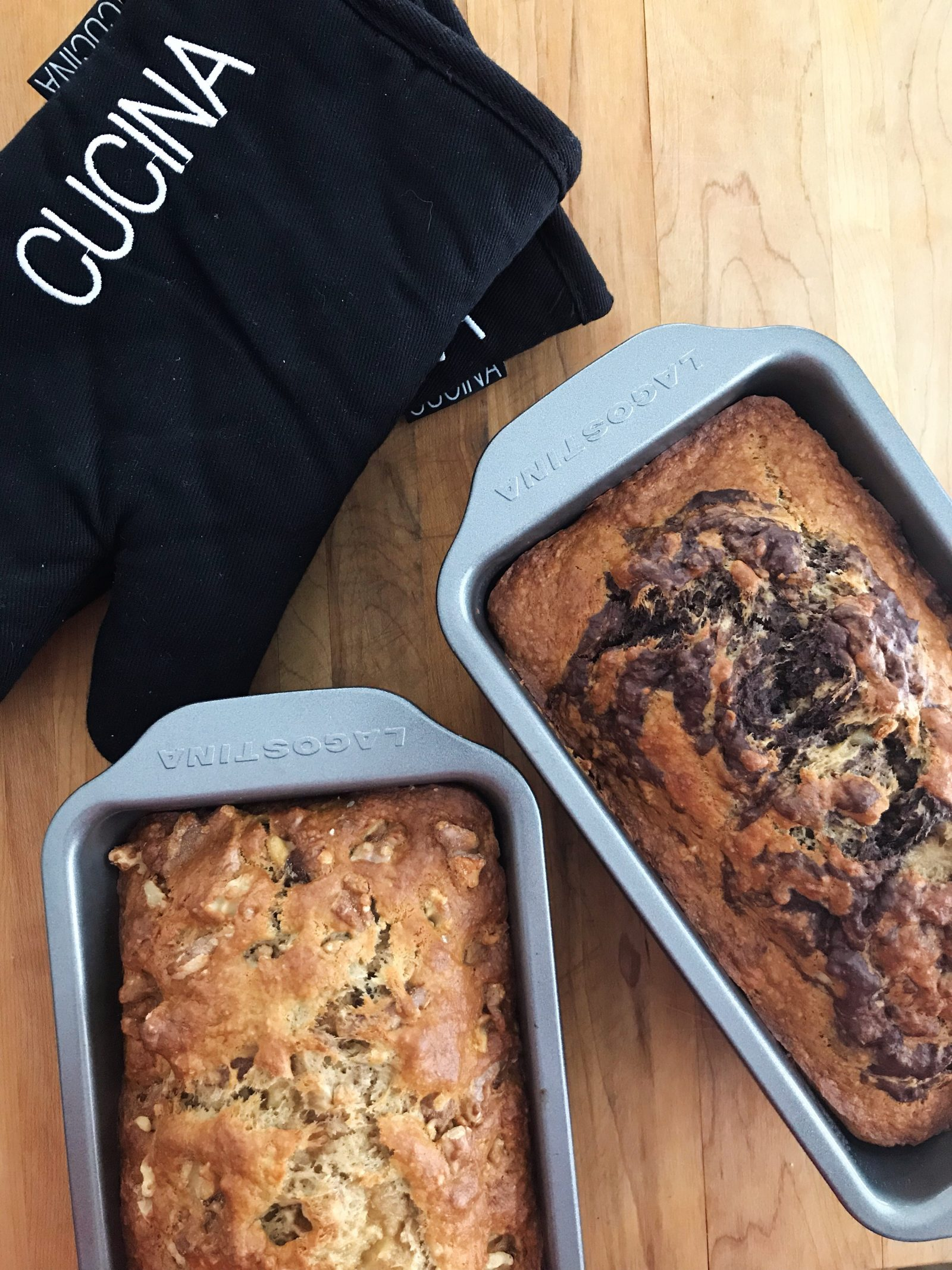 banana loaf with oven mitt